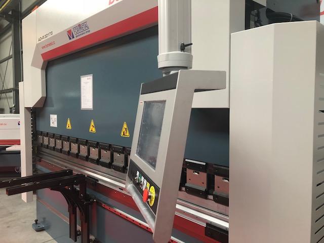Obrázek k produktu - CNC ohraňovací lis AD-R